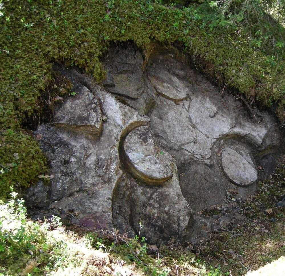 Avdekte spor etter steinbryting i Tolstadkvernberget i Vågå